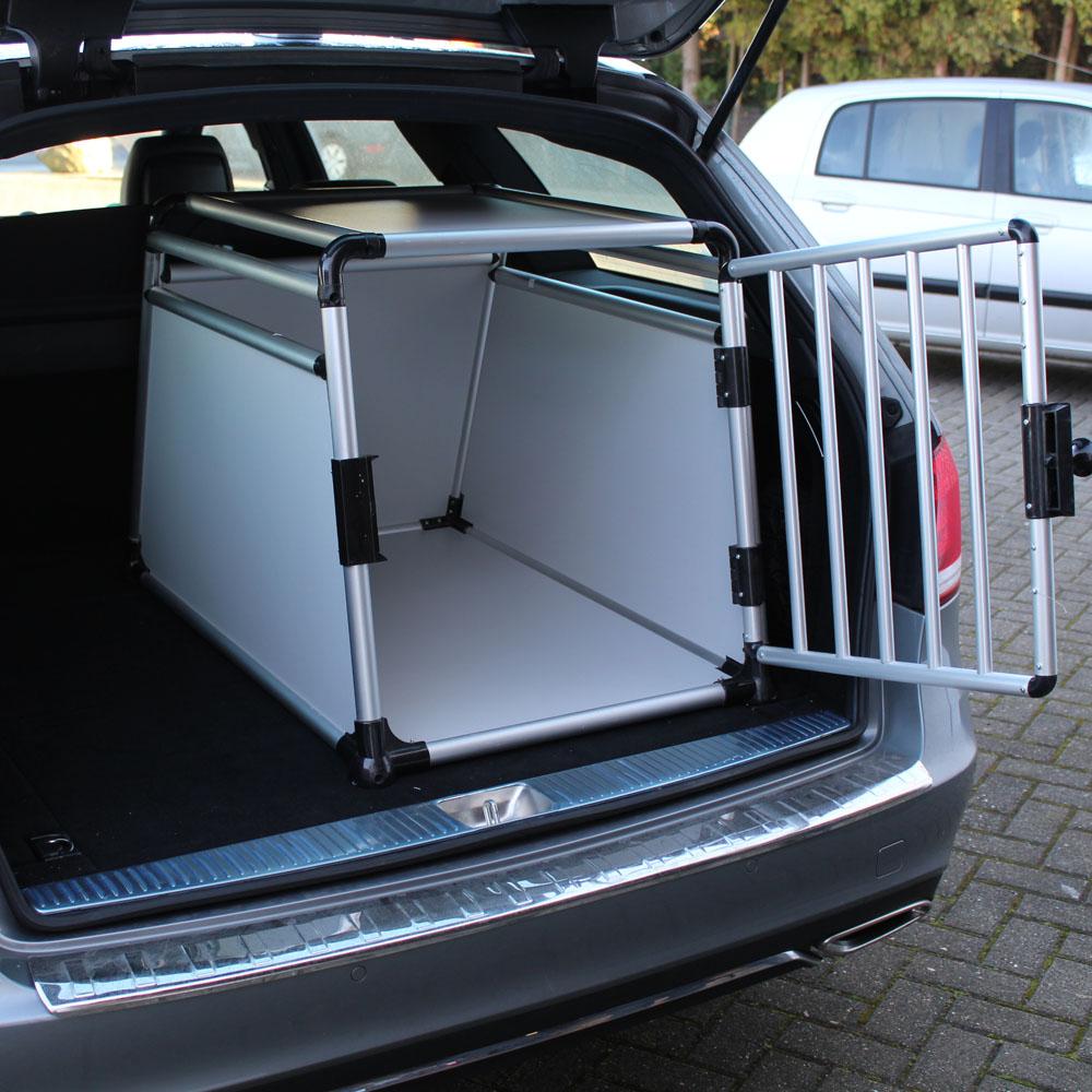 caisse transport chien pour voiture. Black Bedroom Furniture Sets. Home Design Ideas